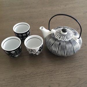 Pier 1 import hand painted teapot & mini tea cups